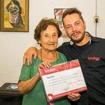 Simone Neves recebe o Certificado de Expositor da Escola Bauhaus Brasil