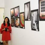 Expositora e suas obras